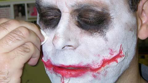 制作小丑风格的硅胶伤疤