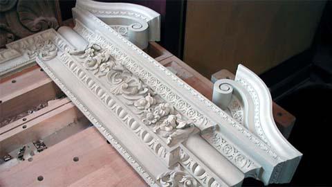 修复300年的旧石膏框