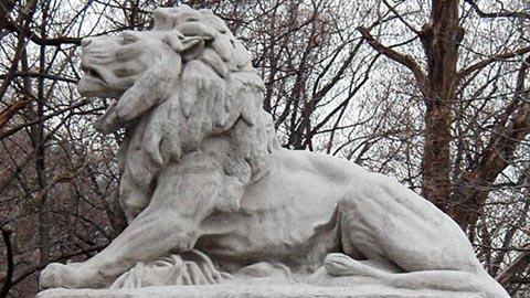 使用喷涂橡胶修复混凝土狮子