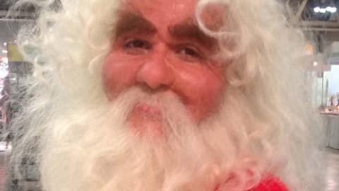 惊人的圣诞老人转型化妆